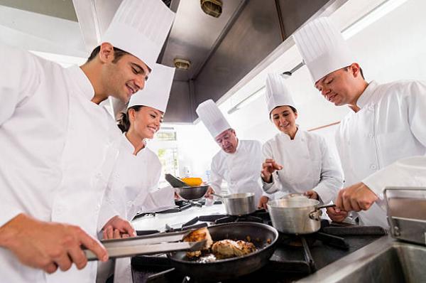 Cẩm nang tìm việc nên nhớ khi muốn theo nghề đầu bếp