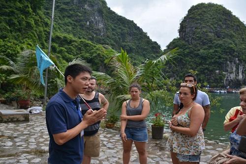 Ngoài kiến thức ngành hướng dẫn viên du lịch cần học những gì